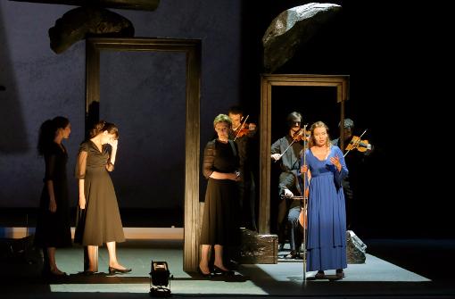 UN scène de Iolanta, l'ange entrouré de ses musiciens  ©Pascal Victor
